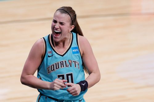 Sabrina Ionescu beats buzzer as Liberty win season-opening thriller