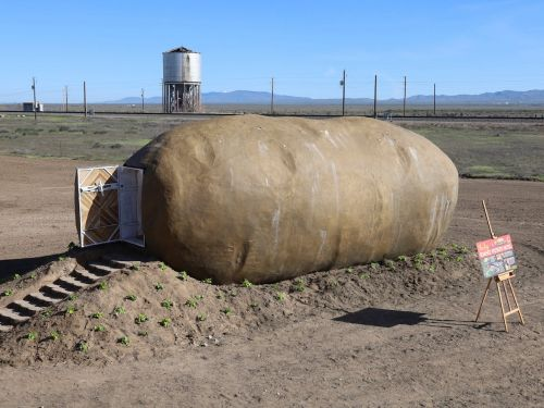 A giant potato in Idaho has been turned into an Airbnb, and you cant rent it for $200 a night