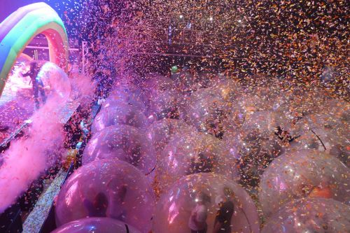 Flaming Lips host COVID-safe 'space bubble' concert