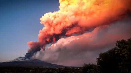 Sicily's Mount Etna ejects lava & massive ash column in another stunning eruption