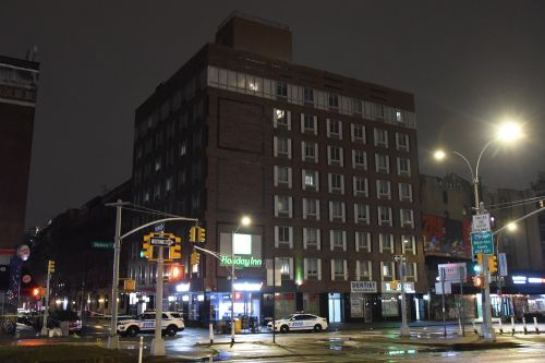 Man opens fire in lobby of NYC Holiday Inn