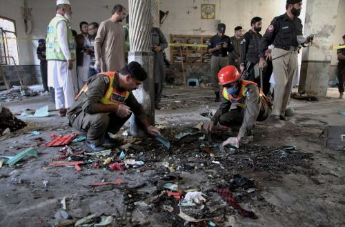 Bomb at seminary in Pakistan kills 7 students, wounds 112