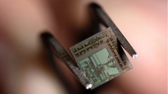 Researchers create tiny 'beyond 5G' chip for 100GHz data transmission