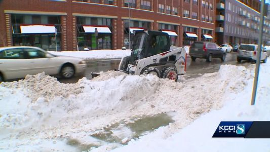 Des Moines works to clear snow, illegal parkers off streets