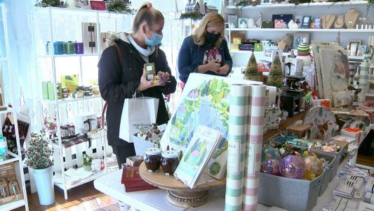 Shoppers support local business during Small Business Saturday