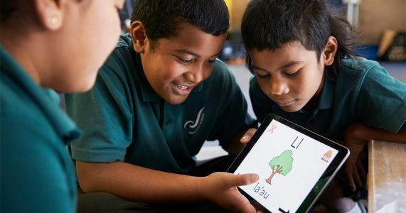 New Zealand students prototype their own Samoan language app with iPad