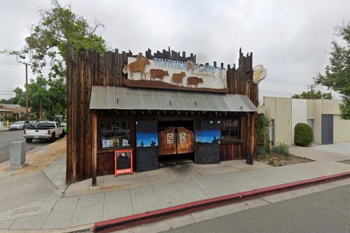 California city erects fence outside COVID mandate-defying restaurant