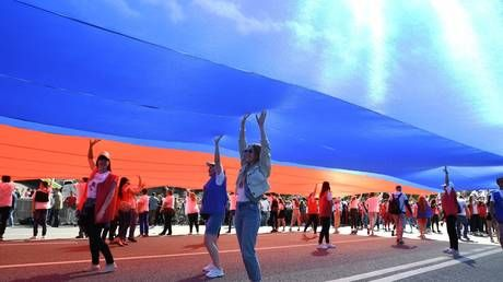 Record-breaking flag steals the show as Russians mark 350 years of national colors