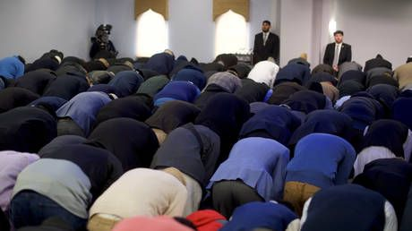 Western-born Muslims 'more likely' to be drawn to extremism and violent ideas - study
