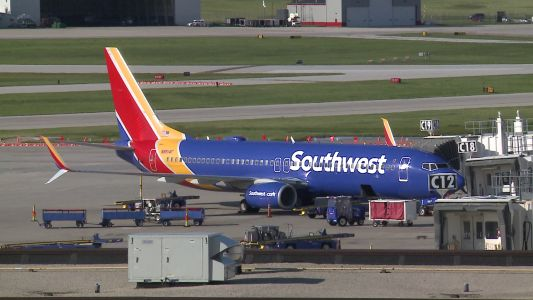 Couple hauled off plane in Milwaukee facing numerous charges involving identity theft