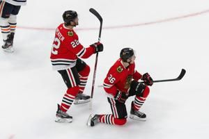 Toews' late tip-in lifts Blackhawks over Oilers