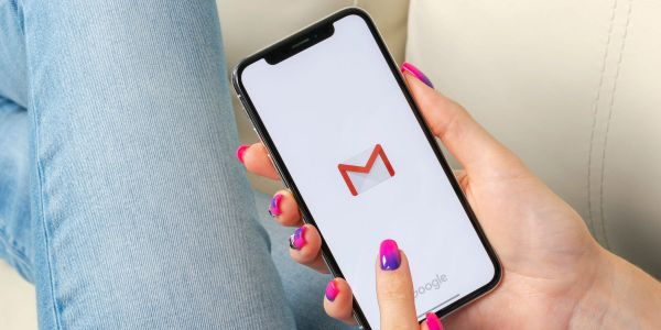 How to change the default email app on an iPhone using iOS 14, so that you can send emails from the app of your choice