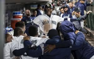 Narvaez's 10th inning HR lifts Mariners over Sox 2-1