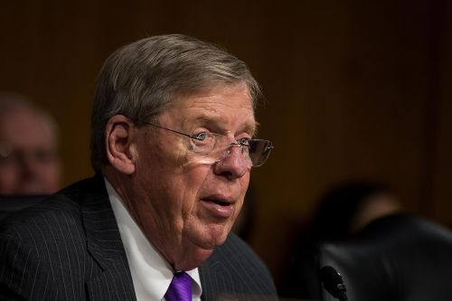 Sen. Isakson hospitalized after fall