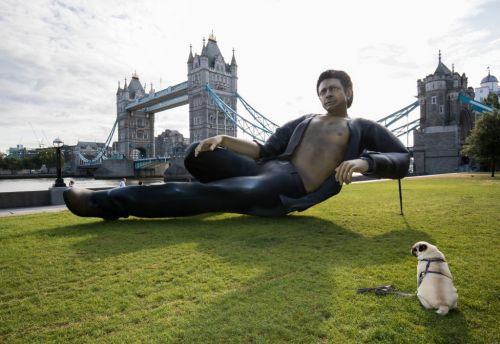 There's a 25-foot statue of Jeff Goldblum in 'Jurassic Park,' shirtless, in London