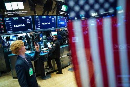 Dow soars more than 400 points on bank earnings, tech rebound