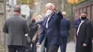 Biden replaces WH doctor, models virus safety tips