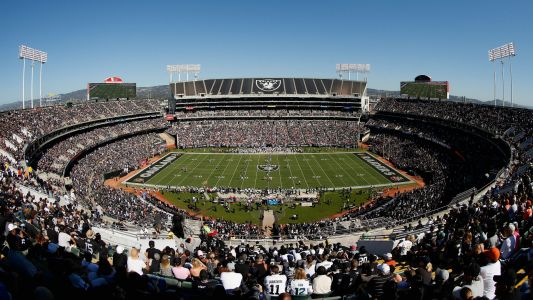 Raiders might stay in Oakland for 2019 after all, report says