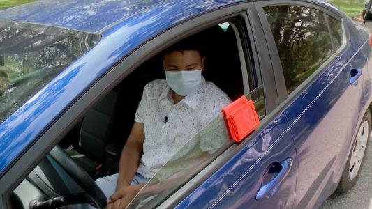 New Orleans students creates 'The Safety Pouch' to make traffic stops safer