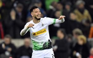 Gladbach beats Bayern 2-1 to stay top of Bundesliga