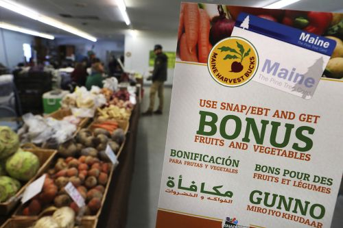 Most Americans on food stamps must shop at stores, risking coronavirus exposure