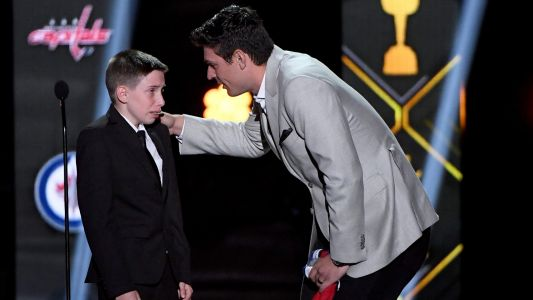 Carey Price surprises young fan in NHL Awards' most touching moment
