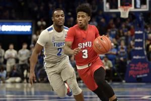 Davis scores 20, SMU uses late run to upset No. 20 Memphis