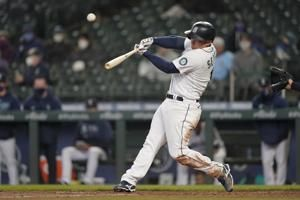 Chicago White Sox surrender 7 runs in the 6th inning in an 8-4 loss to the Seattle Mariners to cap their opening trip at 3-4