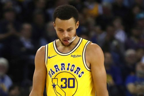 Curry injured, Bucks snap Warriors' 8-game win streak