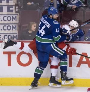 Pettersson scores in return from injury; Canucks beat Wings