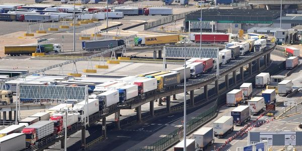 UK businesses warn Britain could be heading for Brexit 'disaster' as fears grow of border check chaos from day one