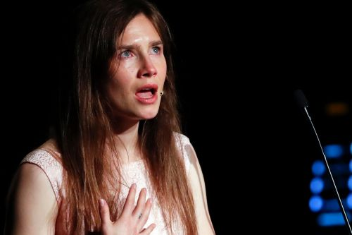 Amanda Knox breaks down in Italy, admits being back scares her