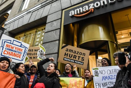 Amazon's HQ2 decision is caught in a political firestorm, its CEO is tabloid fodder, its guidance was weak - and its stock hasn't budged. Here's why