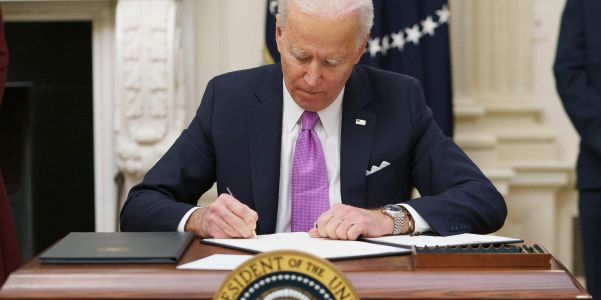 Biden plans executive order to force the government to buy more products built in the US