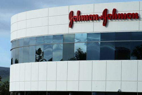 Johnson & Johnson recalls baby powder after traces of asbestos found
