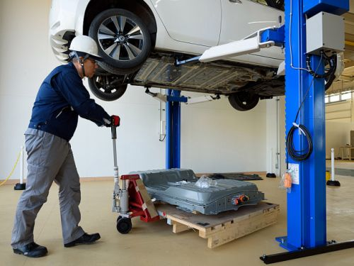 First batch of EV batteries hitting the end of the road. So where do they go to die?