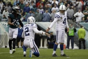 It's good! Colts' Adam Vinatieri ties NFL field-goal record