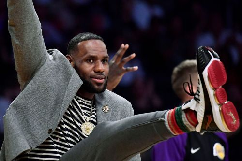 LeBron James is already recruiting free agents to help save Lakers