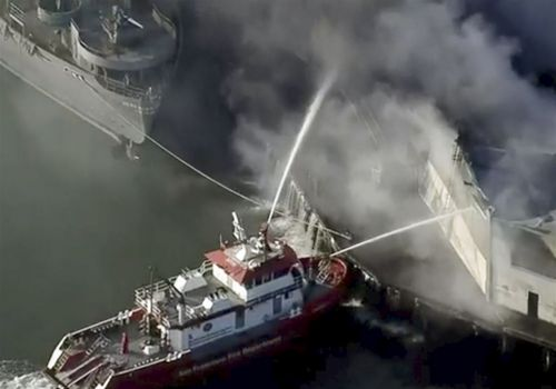 Fire destroys warehouse on San Francisco's Fisherman's Wharf