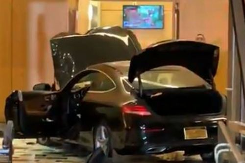Car plows into lobby of Trump Plaza New Rochelle: video