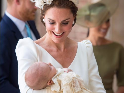 Kensington Palace released a candid shot of Kate Middleton and Prince Louis - and people can't get over his adorable smile