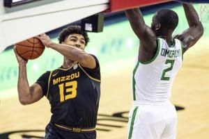 Missouri builds big lead, holds off No. 21 Oregon in Omaha