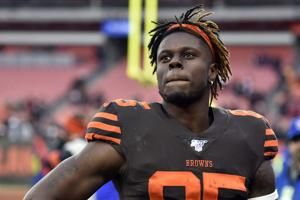 Njoku rescinds trade request, stays with Browns