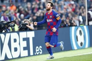 Messi ends scoreless run with 1st-half hat trick vs Eibar