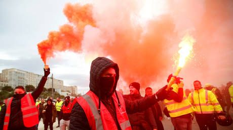 Massive union strike shuts down transportation across France amid growing anger over Macron's pension reform