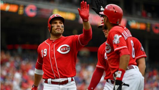 MLB wrap: Reds rally to complete 4-game sweep of Cubs