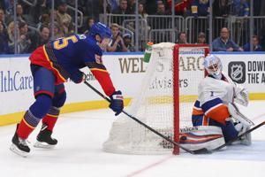 Parayko lifts Blues to 3-2 win over Islanders in OT