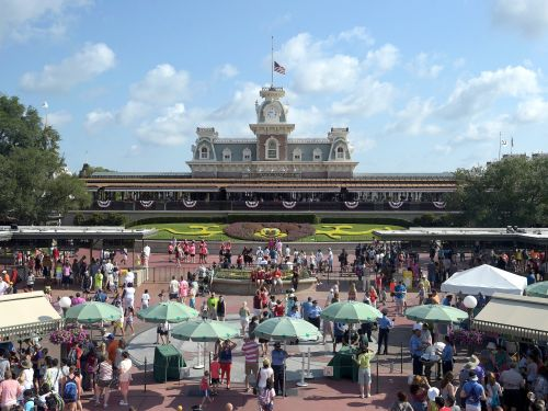 10 ways to have fun at Disney World without even buying a ticket