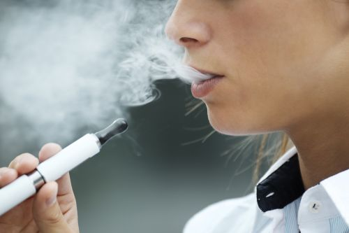 FDA threatens to pull e-cigs if marketing to teens continues