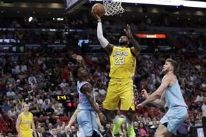 Lakers snap Heat's home winning streak, top Miami 113-110